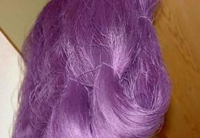 紫草の根で染められた糸