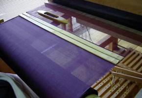 紫衣を織る
